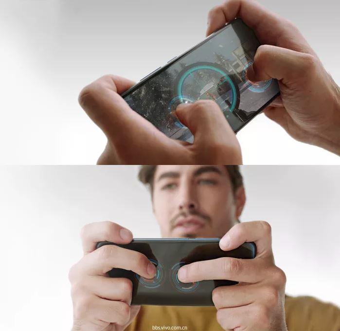 Personne qui joue sur un smartphone
